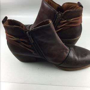 PIKOLINOS Shoes - Pikolinos 2 tone brown leather side zip booties